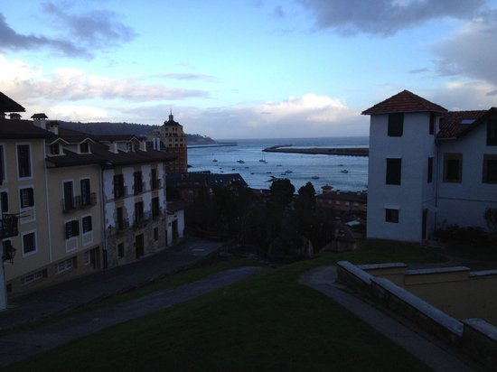Parador de Hondarribia : Early morning view of Hondarribia harbour from one if the balconies in room 101