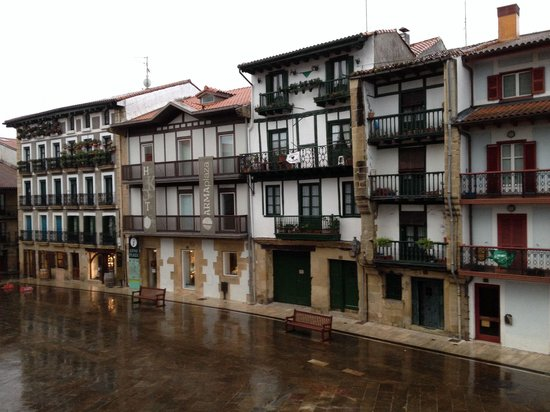 Parador de Hondarribia : A rainy evening in the Plaza outside the other balcony in room 101