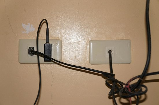 White Beach Resort: only 1 socket is available.