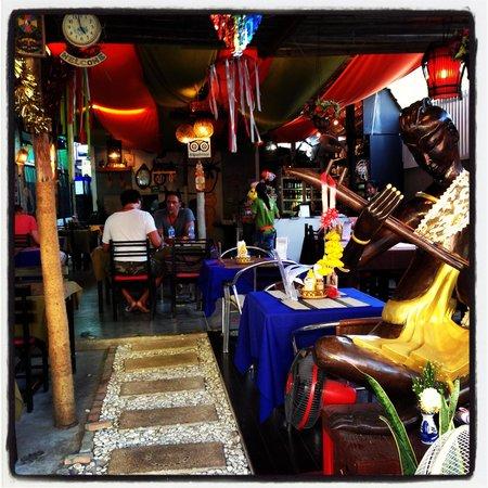 Elephant Cafe & Restaurant: Beautiful atmosphere