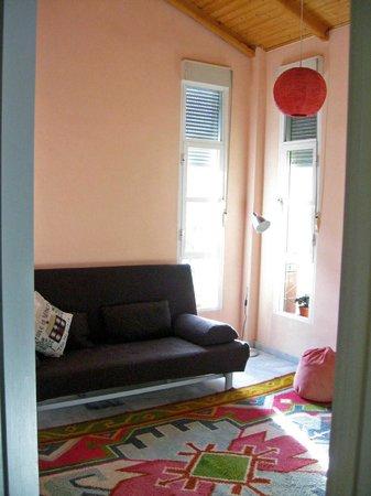 SlalHome B&B: Stanza con terrazza: il sofa può trasformarsi in letto matrimoniale
