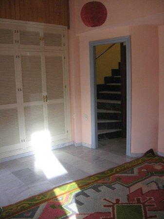 SlalHome B&B: Passaggio dalla stanza con terrazza all'attico