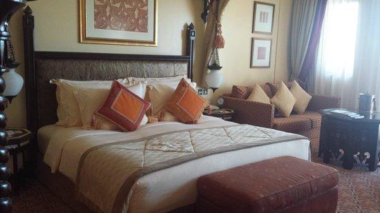 Jumeirah Al Qasr at Madinat Jumeirah : Letto comodissimo, stanza silenziosissima, wifi gratuito e canali italiani