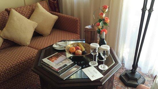 Jumeirah Al Qasr at Madinat Jumeirah : Frutta, vino, fiori..