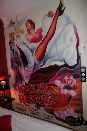 Hôtel Design Secret de Paris : fresque Moulin Rouge