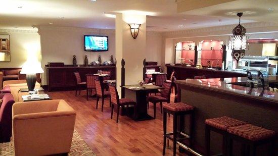Jumeirah Al Qasr at Madinat Jumeirah : Club Executive: Pre-dinner con champagne. Ottimo anche per la colazione.