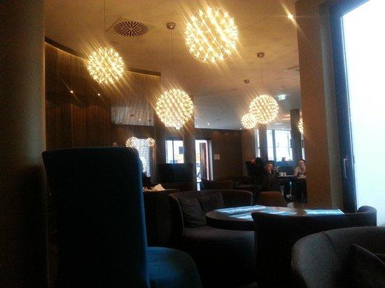 Motel One Stuttgart-Hauptbahnhof: Lobby