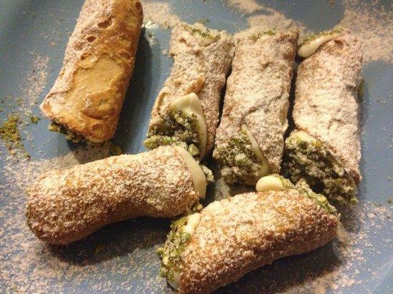 Scilla & Cariddi: Cannoli al pistacchio