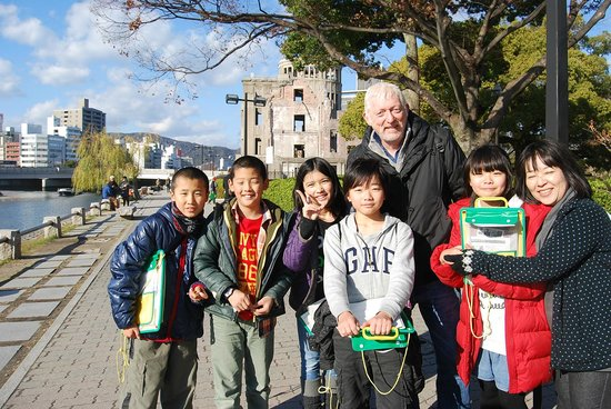 Monumento de la Paz de Hiroshima: Being interviewed by Japanese children about World Peace lifts my mood