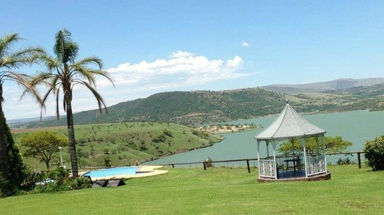 Blue Haze Country Lodge: Stunning view over the Wagondrift Dam