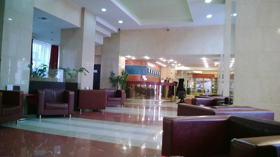 Rossiya Hotel: Reception from lobby
