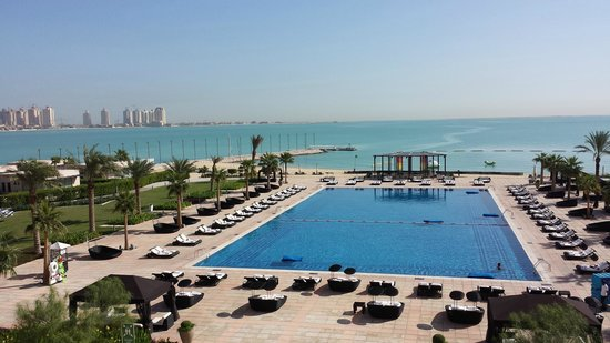 The St. Regis Doha: St. Regis - area piscina