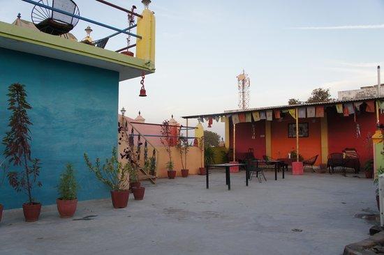 Hotel Harmony: couleur terrasse pr un diner