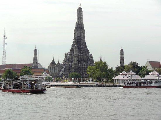 Wat Arun (Tempel der Morgenröte): From the river