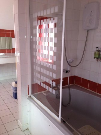 The Cliftonville Hotel: the shower in honeymoon suite