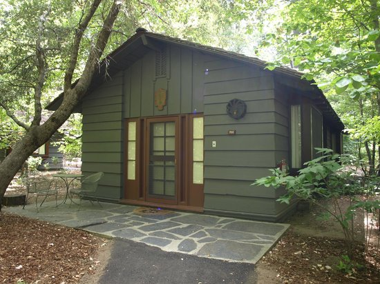 The Ahwahnee : Front of cottage