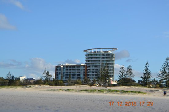 Kirra Surf Apartments : Apartment view from the beach