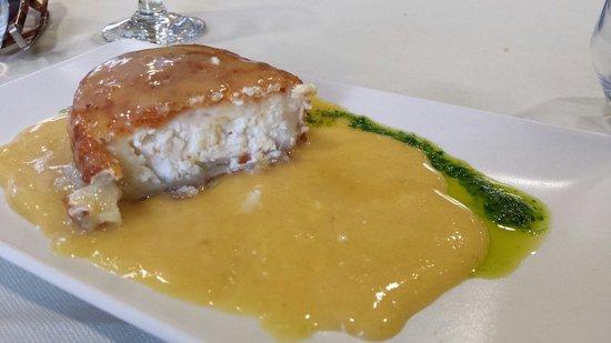 CASA DELAPIO: Queso frito Excepcionallll con panecillos variados