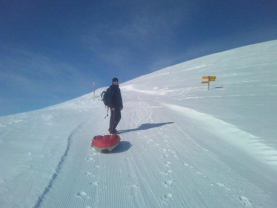 Grindelwald, Zwitserland: Ich beim Aufstieg. Das Airboard im Schlepp ist doch leichter als jeder Schlitten oder Skis.