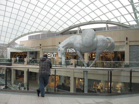Roomzzz Leeds City: центр Лидса - один огромный магазин