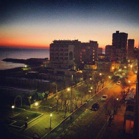 Mercure Pesaro : Il panorama all'alba dalle camere del terzo piano