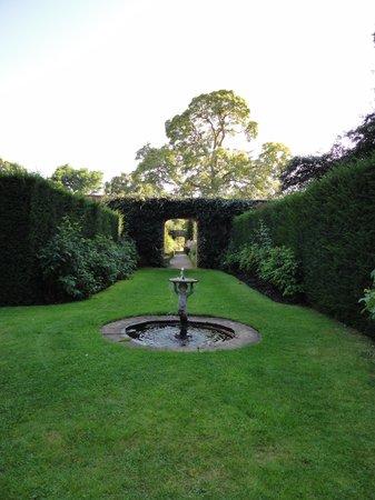 Middlethorpe Hall & Spa : well-kept peaceful gardens