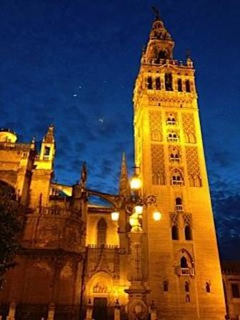 EME Catedral Hotel : view of cathedral from our terraces at night