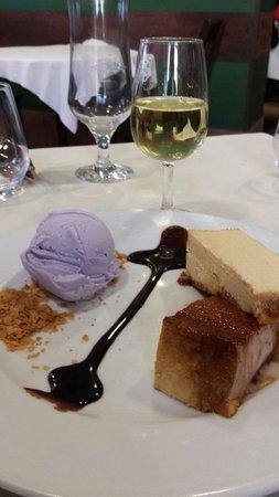 CASA DELAPIO: Tarta de queso con salsa de cafe ,helado de violetasby una copita de moscatel marina..mmmmm