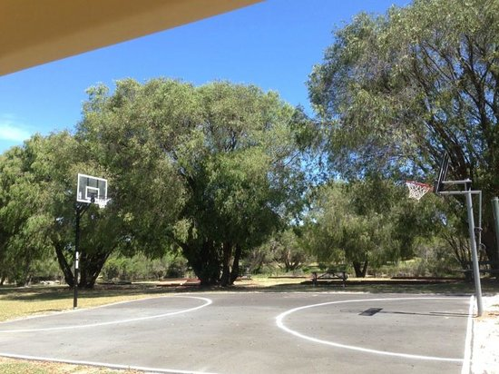 RAC Busselton Holiday Park: Practice Basketball Court