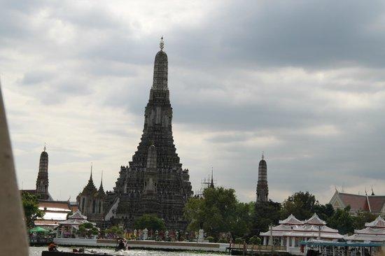 Wat Arun (Tempel der Morgenröte): Il tempio dal Chao Praya