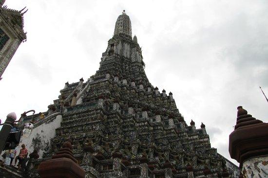 Wat Arun (Tempel der Morgenröte): Ai piedi del Wat Arun
