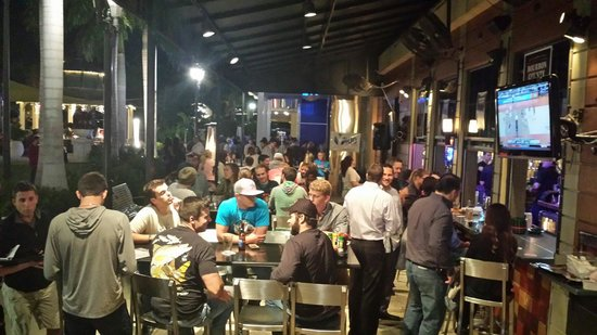 House of Brewz: The Patio is crowded
