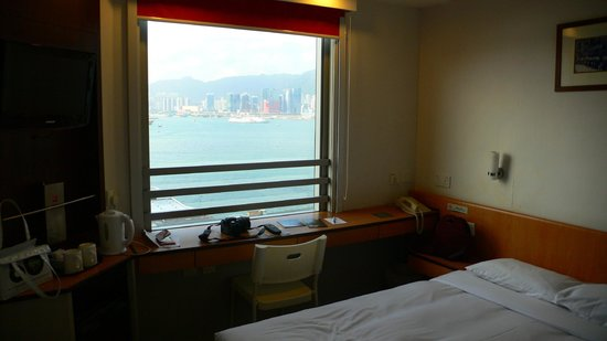 Ibis Hong Kong North Point: Номер и вид на гавань