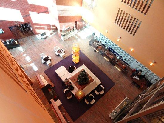 Melia Bilbao: Hall del hotel