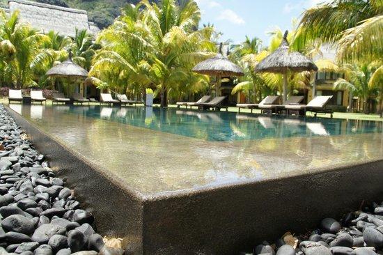 Beachcomber Dinarobin Hotel Golf & Spa: L'une des petites piscines