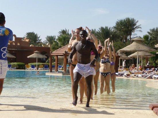 Nubian Island Hotel: Zino showig everyone how its done