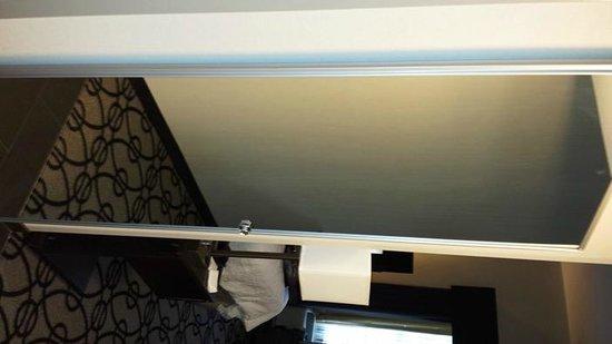 Hampton Inn & Suites Columbia / South: CLOSET DOOR W/MIRROR