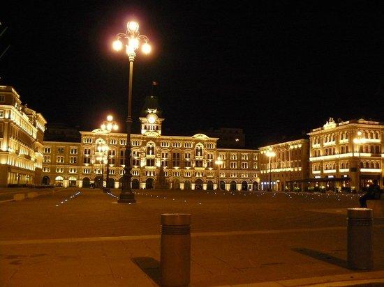 Hotel Coppe: Piazza Unità d'Italia