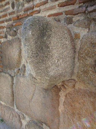 Talavera de la Reina, Spanien: Verraco celta incrustado en la torre del polvorín