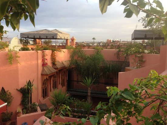 Riad Amira Victoria: View over the Medina from the terrace - breakfast served here