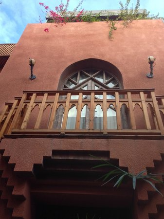 Riad Amira Victoria: balcony of upstairs room