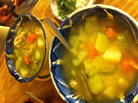 Restaurante El Caldero: Caldo tlalpeño y vegetariano