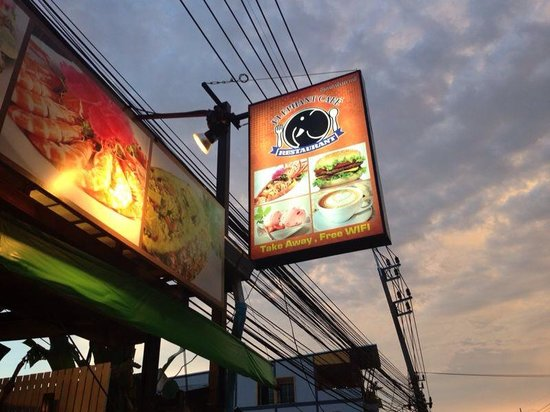 Elephant Cafe by tan: Ta inte fel, don't choose wrong elefant.