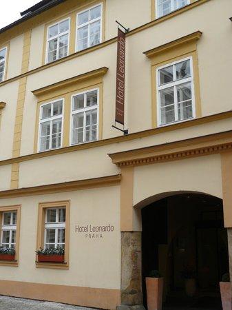 Hotel Leonardo Prague: esteno hotel