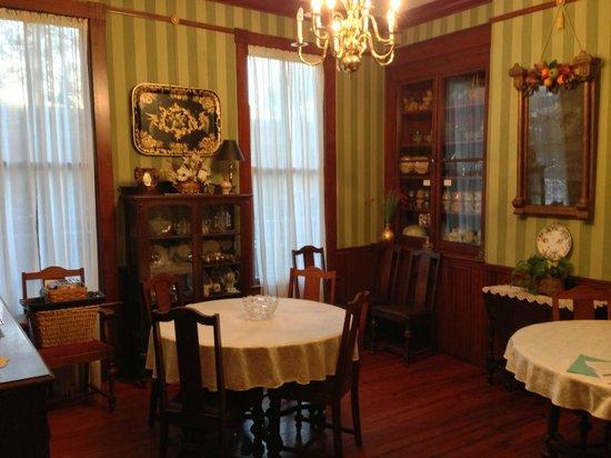 63 Orange Street Bed and Breakfast: Dining room
