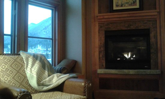 Wyoming Inn of Jackson Hole: King room with fireplace