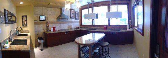 Marriott's Maui Ocean Club  - Lahaina & Napili Towers : communal kitchen