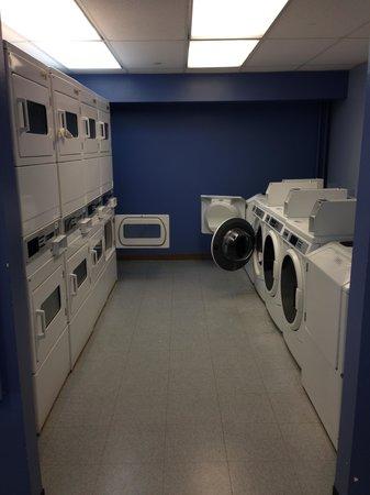 Marriott's Maui Ocean Club  - Lahaina & Napili Towers : communal laundry