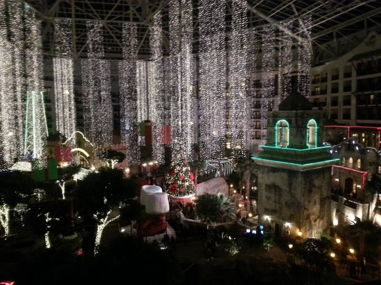Gaylord Texan Resort & Convention Center: christmas at gaylord