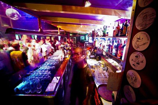 Albani Hotel: Bar / Club